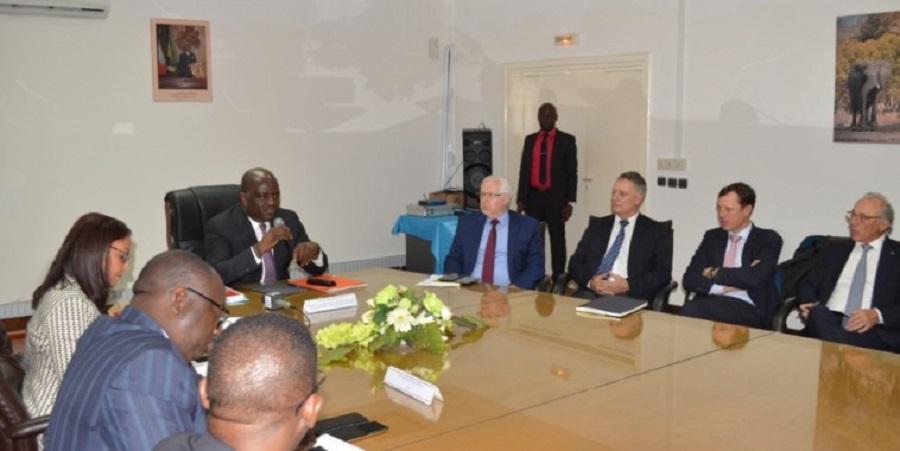 Gabon les investisseurs fran ais d savouent veolia for Centre francais du commerce exterieur